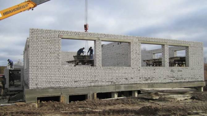 В Почепе продолжается строительство детского сада на 200 мест