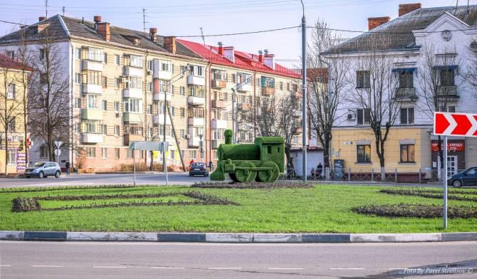 В Брянске возле ДК железнодорожников появился зеленый паровоз