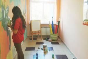 В Брянске 15-летняя художница украсила стены детского сада
