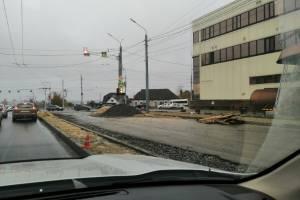 В Брянске возникла пробка из-за расширения дороги на Городище