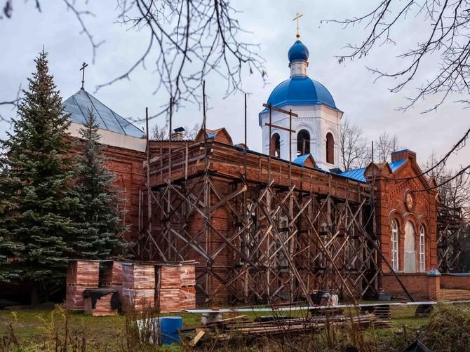 В Дятьковском районе освятили храм и раздали сладости