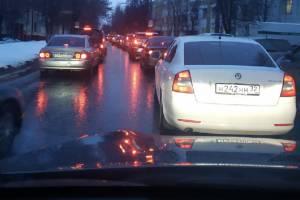 Брянск встал в пробке из-за светофоров на улице Советской