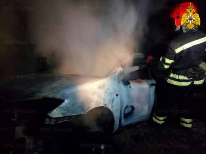 Под Брянском в Сосновом Бору сгорела легковушка