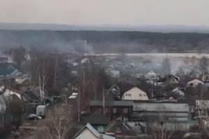 В Брянске подожгли луг возле озера Барсучья грива