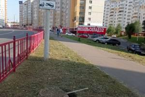 На улице Романа Брянского пешеходов поджидает опасная ловушка