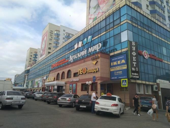 В Брянске автохам перекрыл пожарным дорогу к ТРЦ «Мельница»