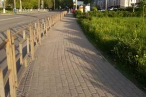«При Денине такого не было»: В Брянске к 9 мая забыли покрасить уродливые заборы