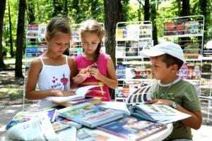 В Брянске открылись летние парковые библиотеки для детей