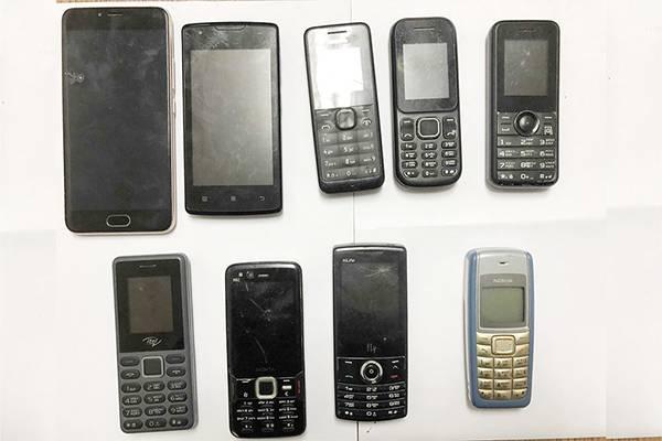 В Клинцах бывшего зэка поймали за попытку доставки телефонов в колонию