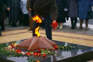 В Климово дети устроили переработку мусора на Вечном огне