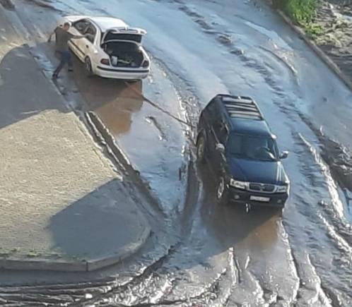 В Брянске переулок Пилотов с новой ливневкой превратился в грязевое месиво
