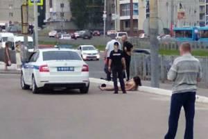 Раздевшаяся перед полицейскими женщина могла умереть от инсульта