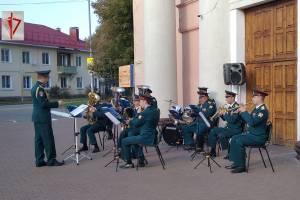 Росгвардейцы устроили концерт для пожилых брянцев