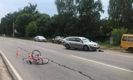 В Брянске на Литейной легковушка сбила велосипедиста: мужчина умер в больнице