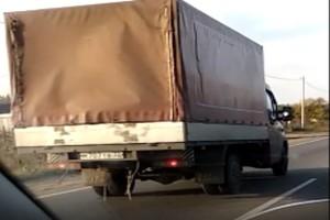 В Брянске сняли на видео лихача на грузовике