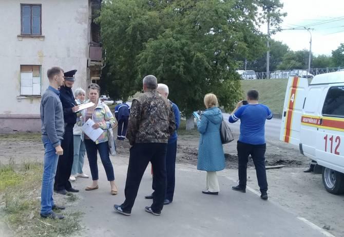 В Брянске попытались снести дом с инвалидами внутри