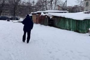 В Брянске провисший кабель начал угрожать пешеходам