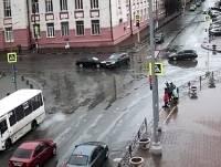 В Клинцах на перекрестке легковушки не поделили дорогу