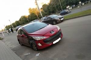 В Брянске пьяная автоледи едва не сбила мать с ребёнком