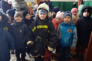 В Сураже малыши из детсада примерили форму пожарного