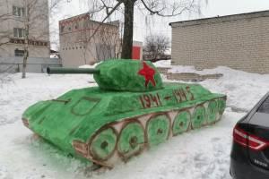 В Клинцах построили снежный танк к 23 февраля
