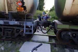 В Дятьково люди рискуют жизнями на железнодорожной станции