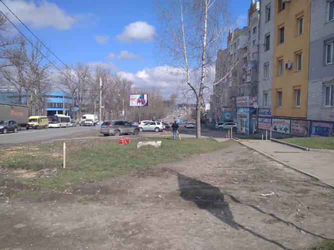 В Брянске из-за расширения дороги на Объездной спилили тополя