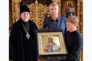 Клинцовской епархии подарили икону Христа Спасителя