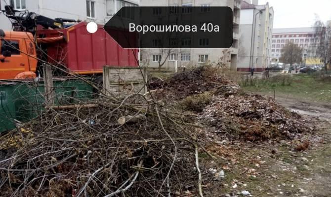 В Клинцах коммунальщики превратили мусорные площадки в свалки