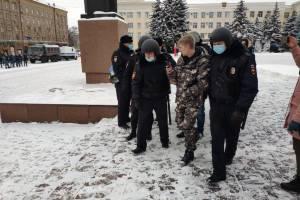 В Брянске на площади Ленина задержали парня без документов