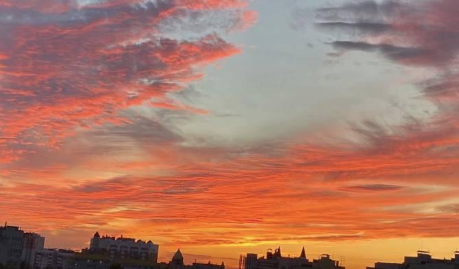 Брянцы сняли на фото красивый огненный закат