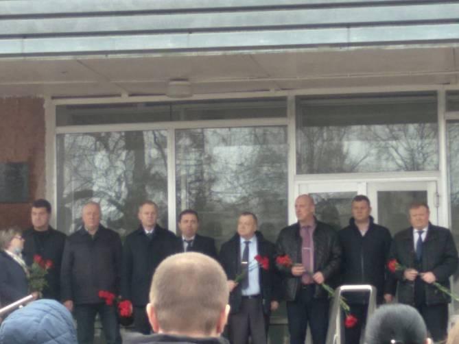 В Жуковке открыли мемориальную доску погибшему в ДТП главврачу