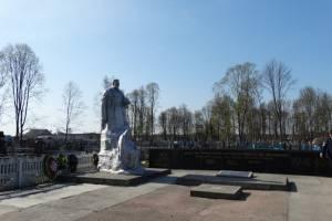 Жители Климово просят реконструировать памятник и благоустроить набережную