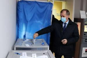 Брянский мэр Макаров сходил на выборы несмотря на рабочий день