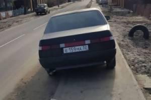 Тротуар на Чичеринке в Брянске превратили в место парковки