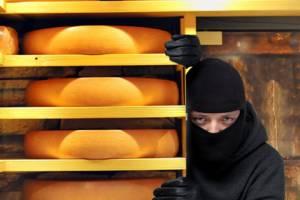 Житель Брянска попался на краже сыра в супермаркете