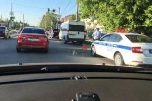 В Брянске маршрутка попала в ДТП возле ТЦ «Домино»