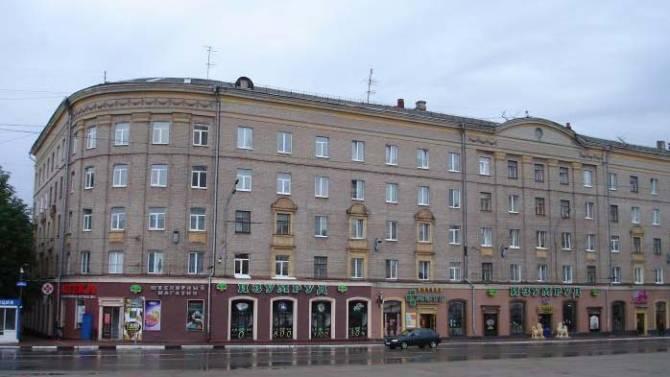 В Брянске три года морозят пенсионеров в многоэтажке на проспекте Ленина