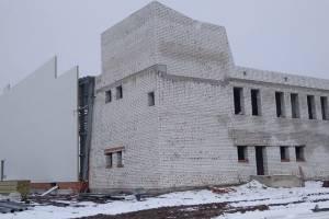 В Почепе смонтировали ледовую арену в будущем Дворце спорта