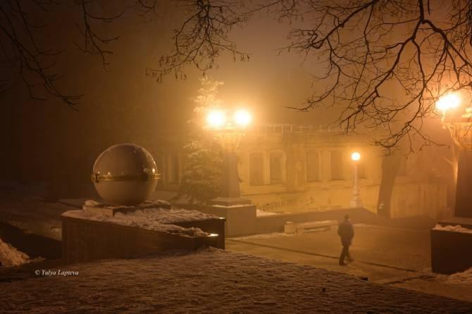 В Брянске туман скрыл разруху на бульваре Гагарина