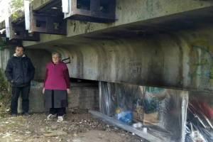 «Мы люди-заброшки»: в Брянске под мостом прижились бездомные