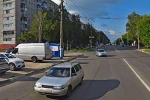 В Брянске жителям многоэтажек на Орловской закрыли дорогу