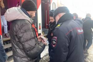 У прибывших в Брянск пассажиров на вокзале устроили проверку документов