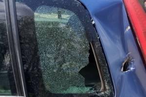 Жителю Клинцов разбили припаркованную возле автокранового завода машину