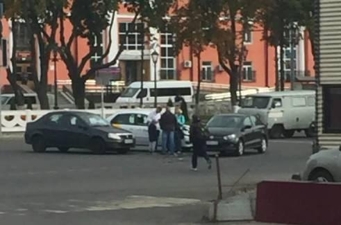 У железнодорожного вокзала «Брянск-1» такси протаранило легковушку