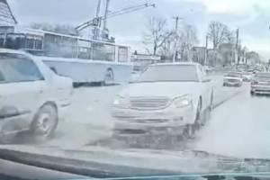В Брянске сняли на видео момент массового ДТП на Городище