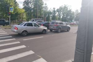 В Брянске на проспекте Московском Priora протаранила Hyundai