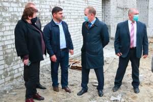 В Брянске мэр призвал разумно расходовать деньги при строительстве бассейна