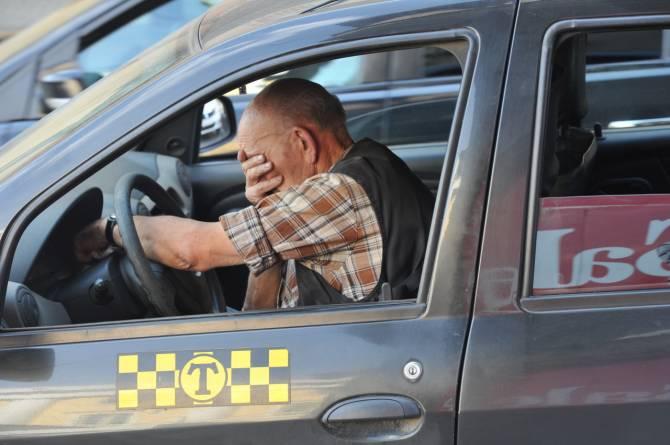 В Брянске двое таксистов попались на развод «клиентов»