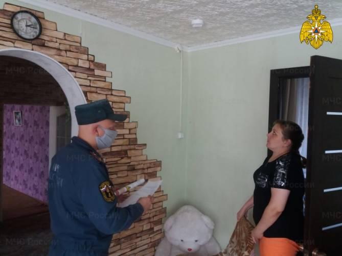 Брянским многодетным семьям установили дымовые пожарные извещатели